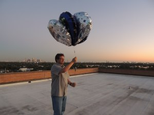 Thomas Krahn KT5TK launching the Mylar ballons carrying the KT5TK-11 APRS payload