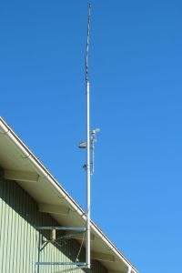 N9TAX Slim Jim mounted on top of the 3-meter mast