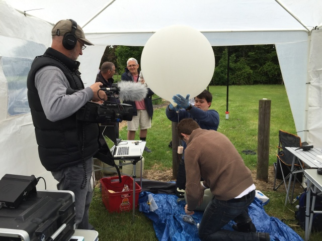 TX Factor video Chris M6EDF filling the SXHAM1 balloon with helium - Image Credit 2E0DVX