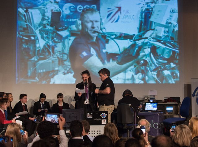 Tim Peake GB1SS contact - Oasis Academy Brightstowe student with Ciaran Morgan M0XTD - Credit UK Space Agency
