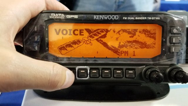 ARISS 25 watt JVC Kenwood D710GA op Hamvention 2017 - Credit John Brier KG4AKV
