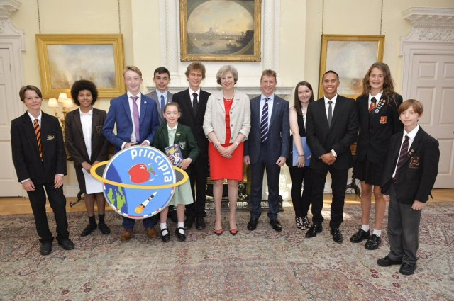 UK PM Theresa May and Tim Peake with some of the young people involved in Principia mission