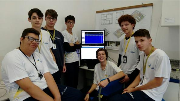 Students at Colégio Embraer Casimiro Montenegro Filho
