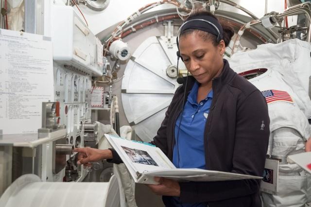 Astronaut Jeanette Epps KF5QNU